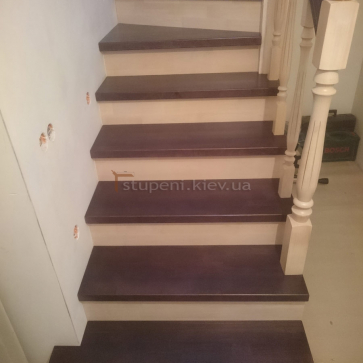 Классические балясины лестницы
