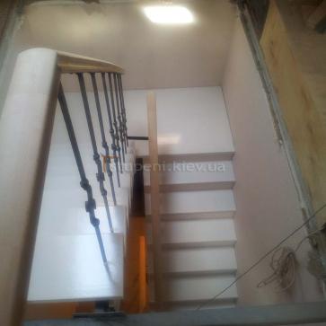 Лестница из бука крашеные ступени