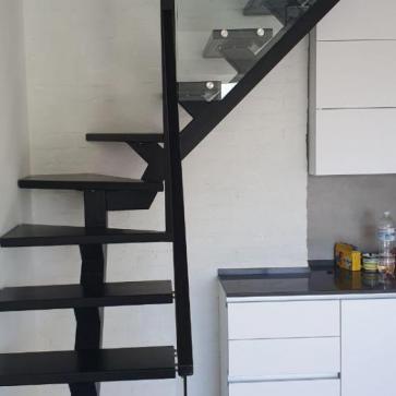 Лестница на одном косоуре с поворотом