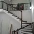 Лестница с белыми подступнями