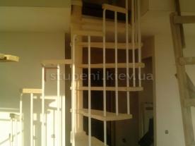 Вид на проем и винтовую лестницу