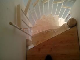 Вид на площадку винтовой лестницы