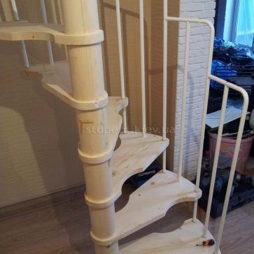 Винтовая лестница сосна