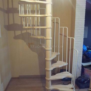 Сосновая винтовая лестница