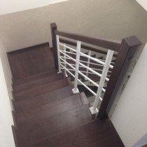 Контрастная деревянная лестница