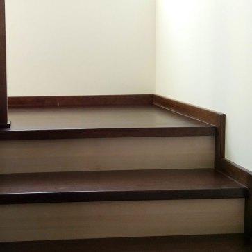 площадка двух маршевой лестницы