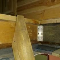 Деревянная балка под лестницу