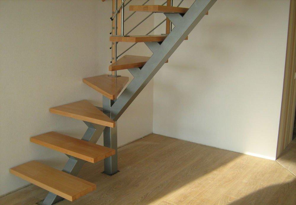 Лестница на сварном каркасе с одним косоуром