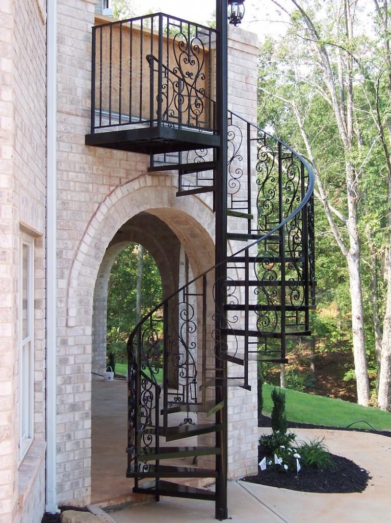 Металлическая винтовая лестница