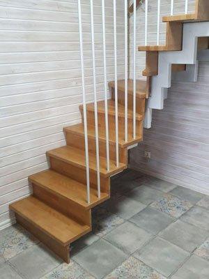 Частично открытая лестница на второй этаж