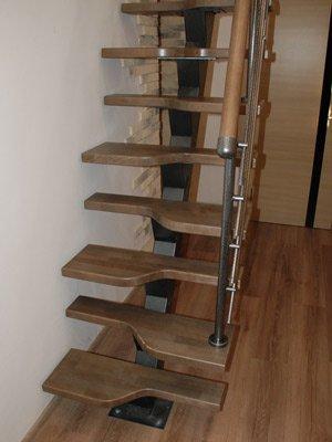 Сборная лестница на второй этаж ``Гусиный шаг``
