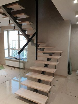 Лестница в доме на одном косоуре
