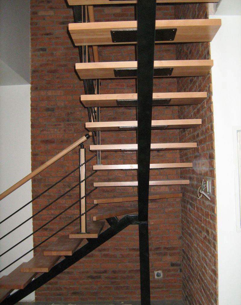Лестница на сварном каркасе вид снизу