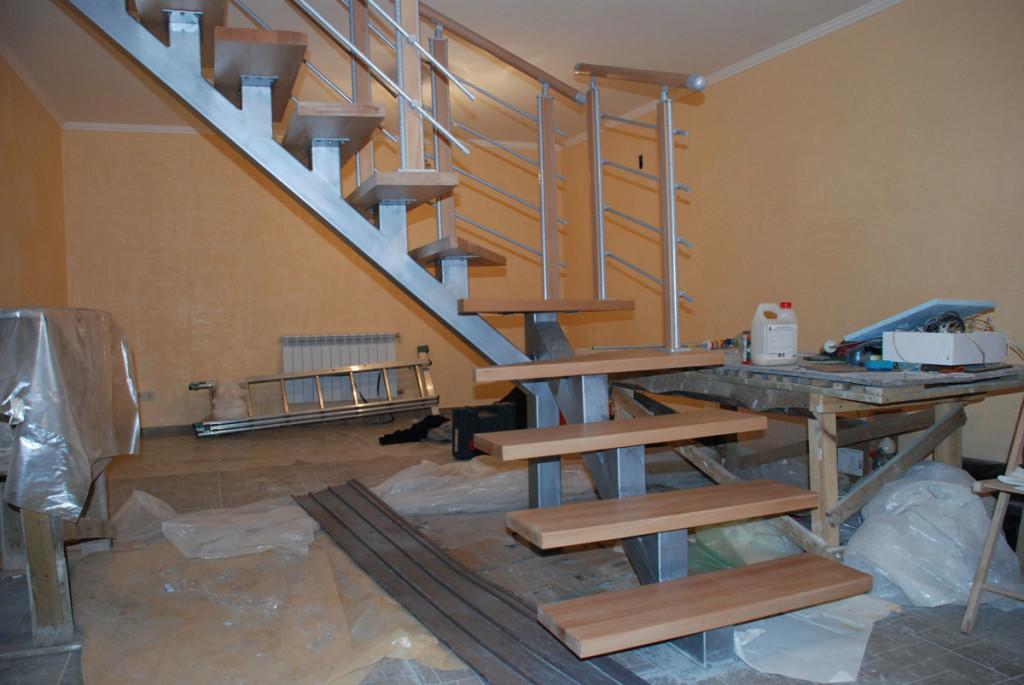 Лестница на сварном металлическом каркасе