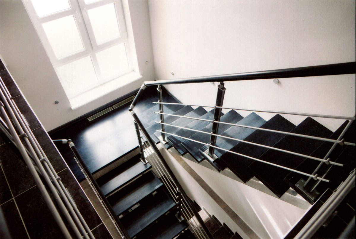 Модульная лестница венге с площадкой