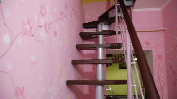 Модульная лестница, марш 600 мм. цвет венге.