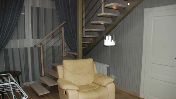 Поворотная лестница на сварном каркасе