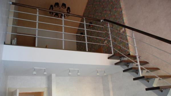 Открытая прямая лестница на одном косоуре в цвете венге