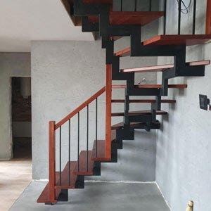 Лестница с  короткими ограждениями