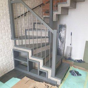 Ошивка деревом бетонной лестницы