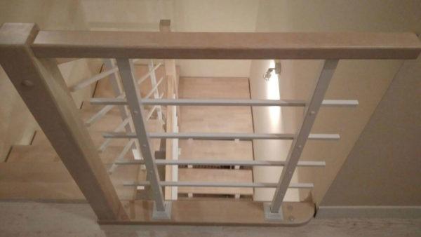 Лестница на 2 косоурах. Столбы и квадратные стойки.