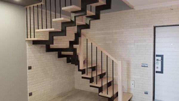 Лестница с калиткой для безопасности ребенка