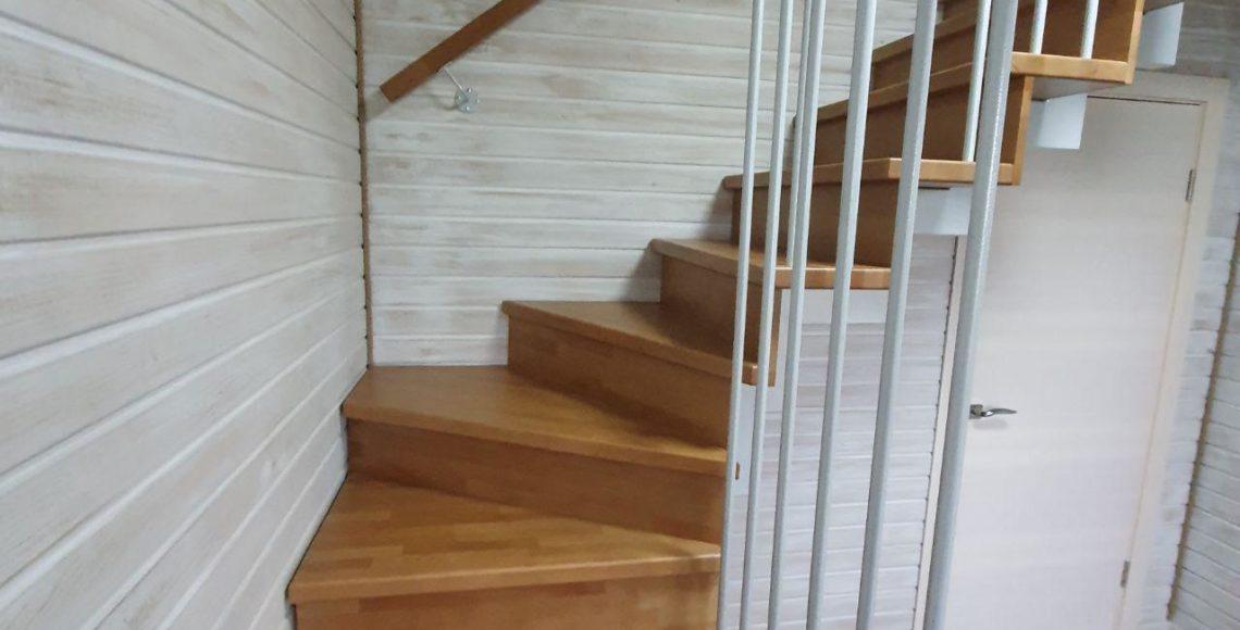 Дизайнеская лестница на мансарду