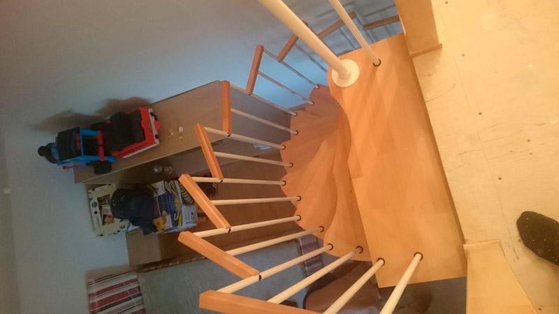 фото винтовой лестницы на дачу гусиный шаг с ограждением из металла