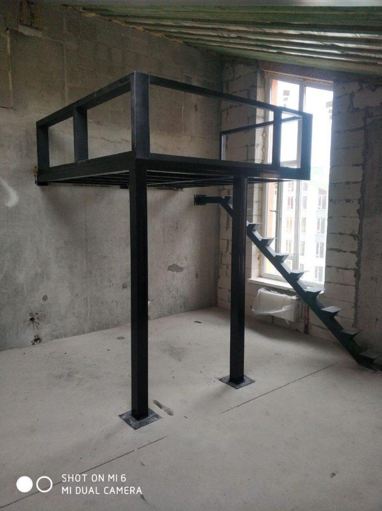 металлический каркас лестницы на антресольный этаж