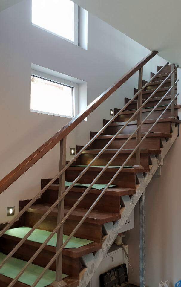 фото лестницы на косоурах без обшивки
