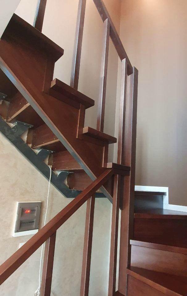 фотография косоура лестницы без обшивки