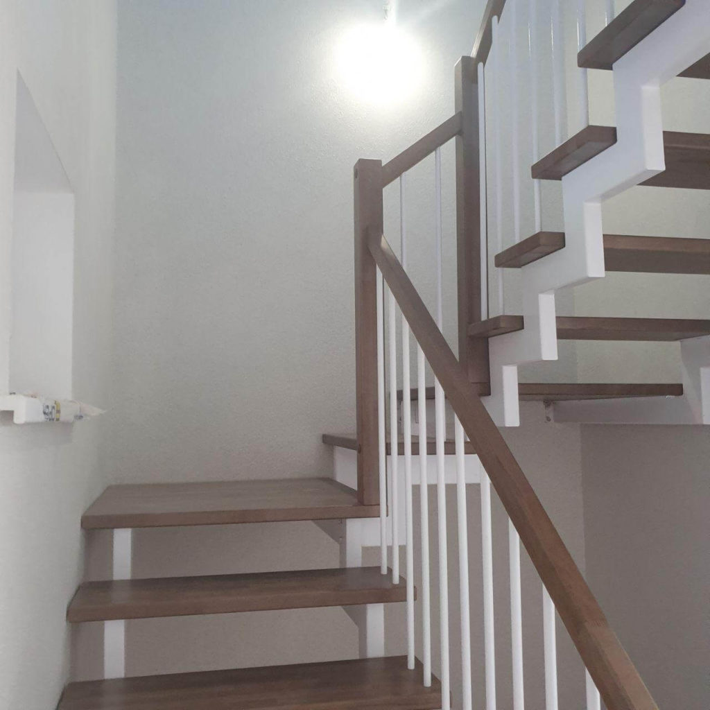 фотография открытых лестничных косоуров