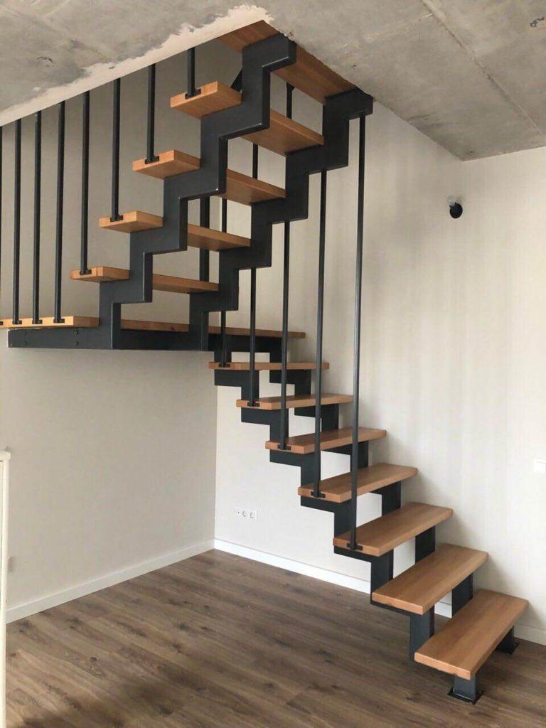 фотография лестницы с поворотными ступенями
