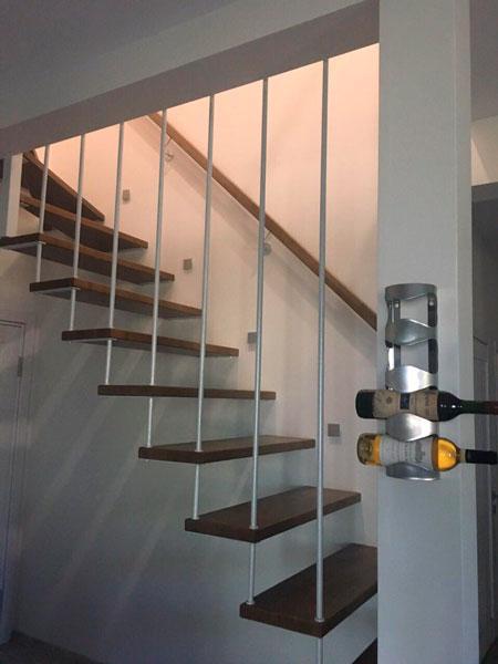 фото консольной лестницы с перилами из металла