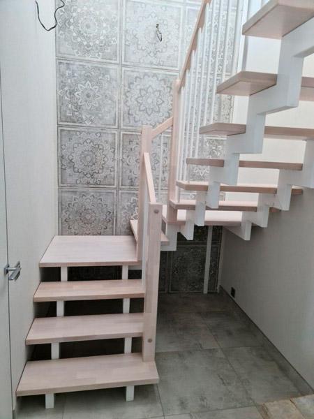фото маршевой лестницы на металлическом каркасе