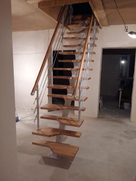 фото лестницы гусиный шаг на металлическом каркасе