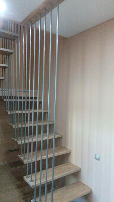 фото консольной подвесной лестницы в доме