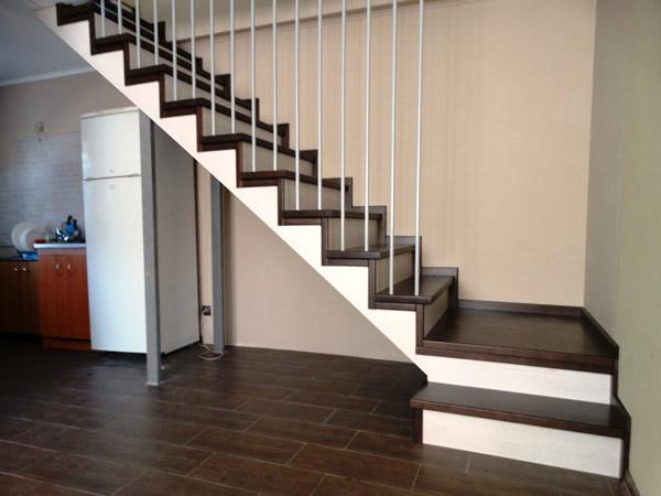 фото маршевой деревянной лестницы